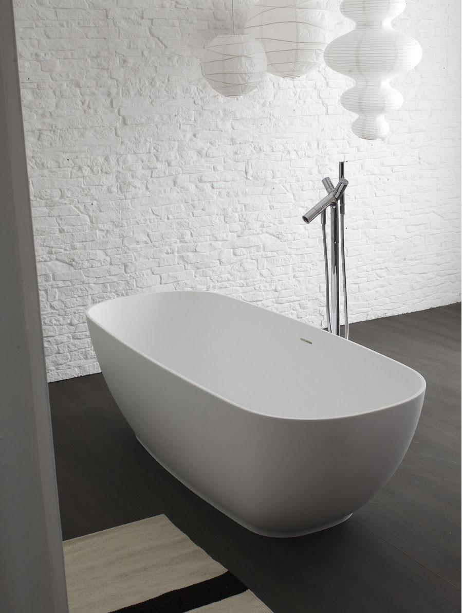Kuvet - La versione freestanding della vasca Kuvet è ideale sia per i bagni grandi che per quelli più contenuti, grazie alla libertà di posizionamento all'interno della stanza. È disponibile nella finitura Teknorit bianco opaco, un materiale elegante e facilmente pulibile.L.170 x P.70 x H.50 cm