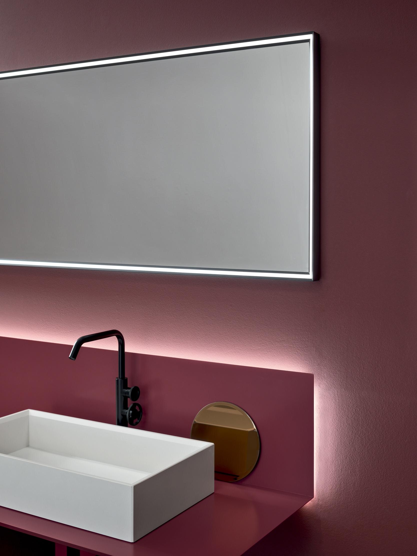 Luce di cortesia - Il piano più grande è dotato di una luce led perimetrale posta nella parte posteriore, che diventa una comoda luce di cortesia.