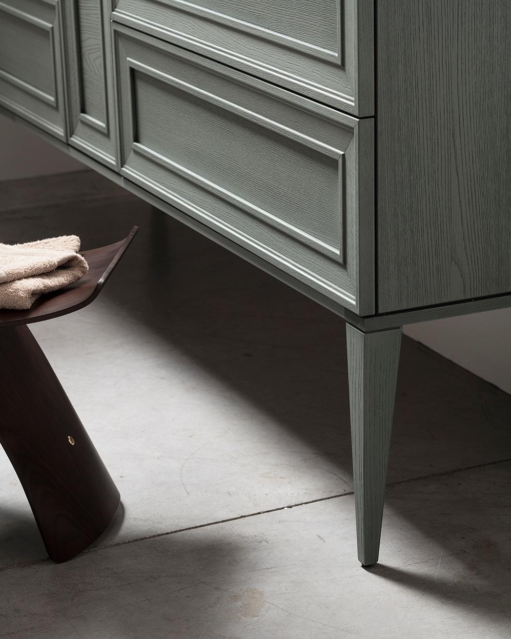 Piedini - Alle basi sospese si possono aggiungere una cornice e dei piedini nelle stesse finiture.