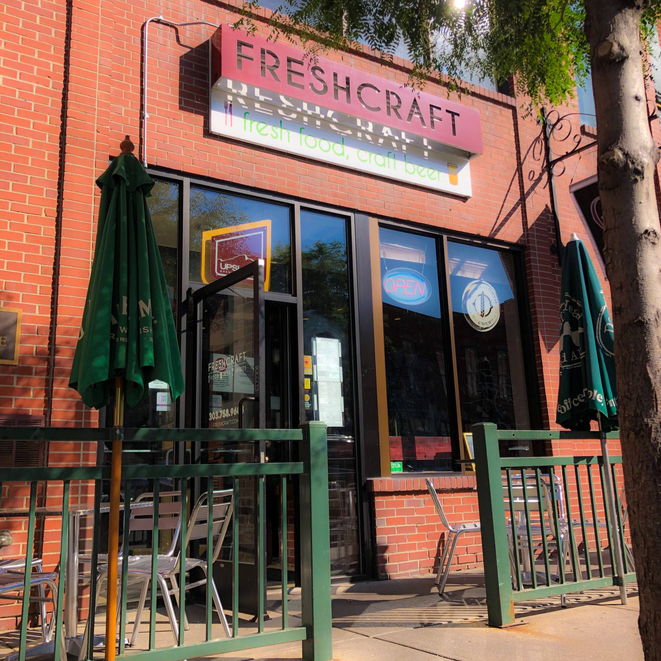 Sidewalk seating at Freshcraft to soak up the Colorado rays. © Suzanne Brown