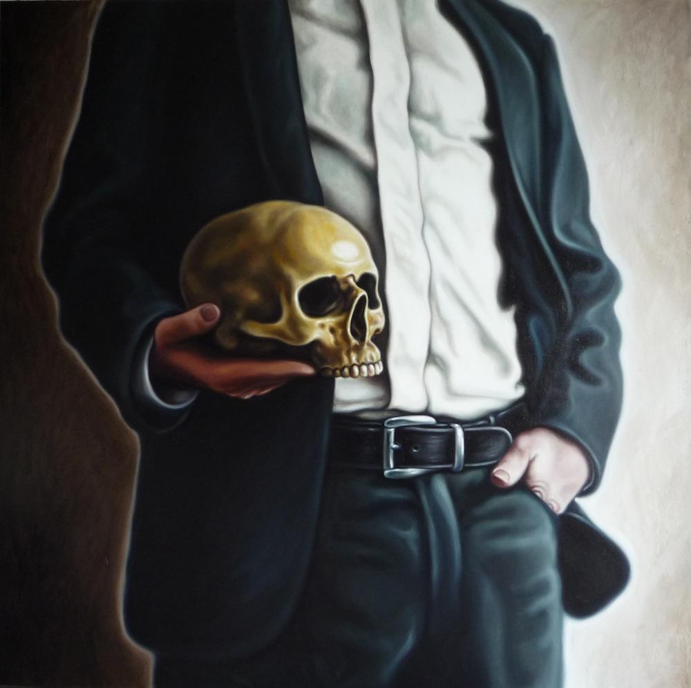Mann mit Schädel