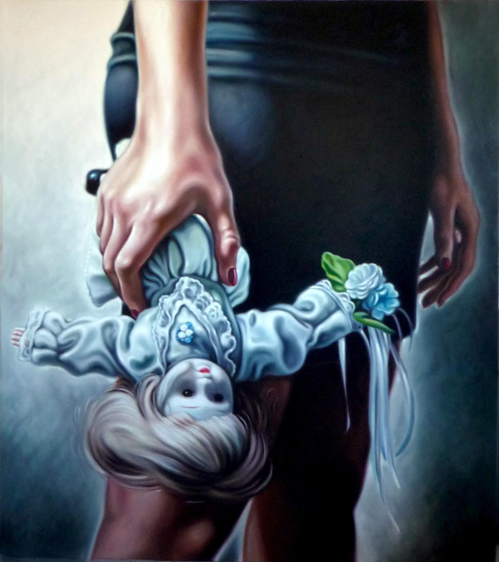 Frau mit Puppe