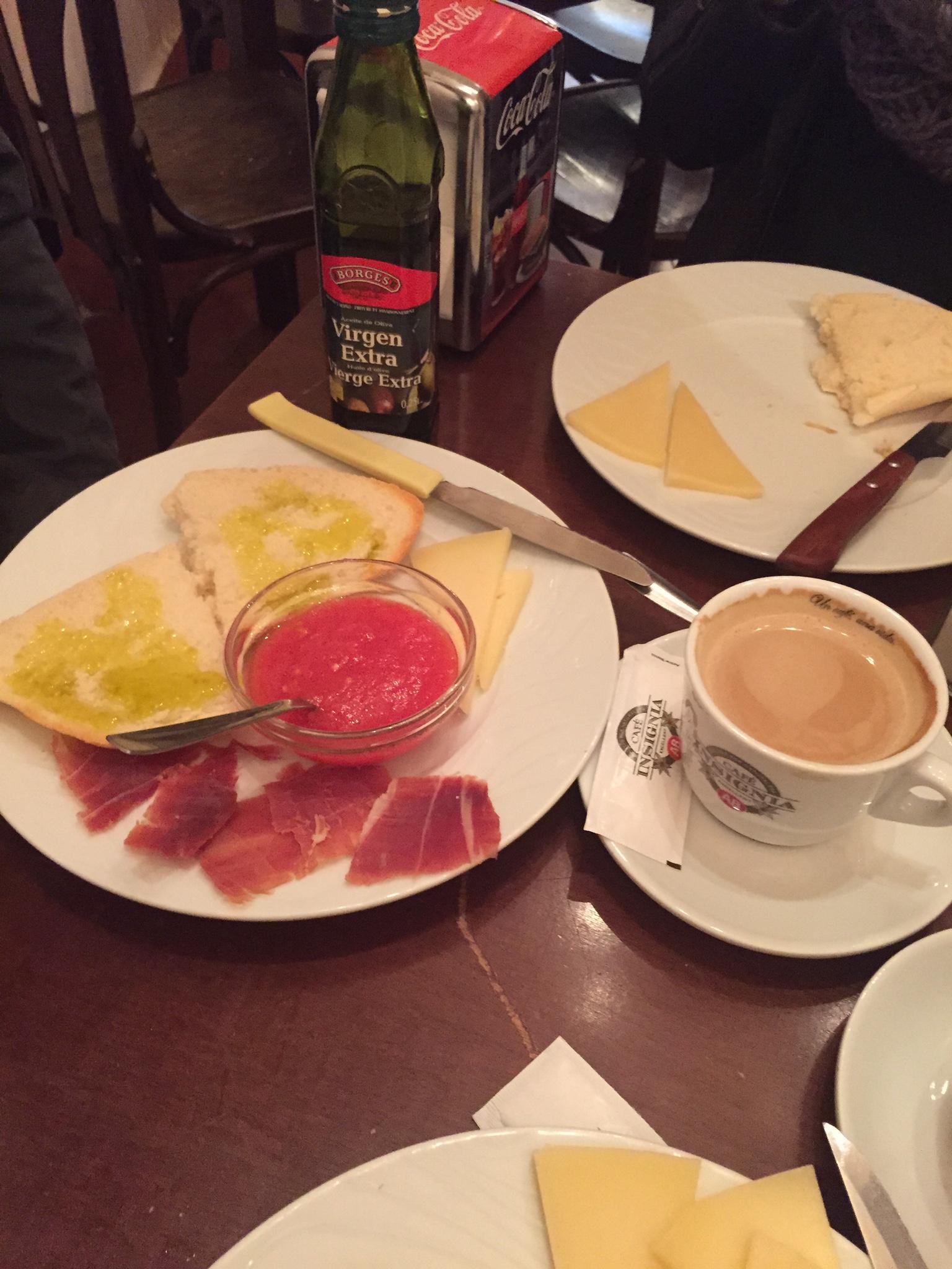 'Una media de tostada con tomate titulado, jamon iberico y aciete de oliva', afavorite breakfast combination...