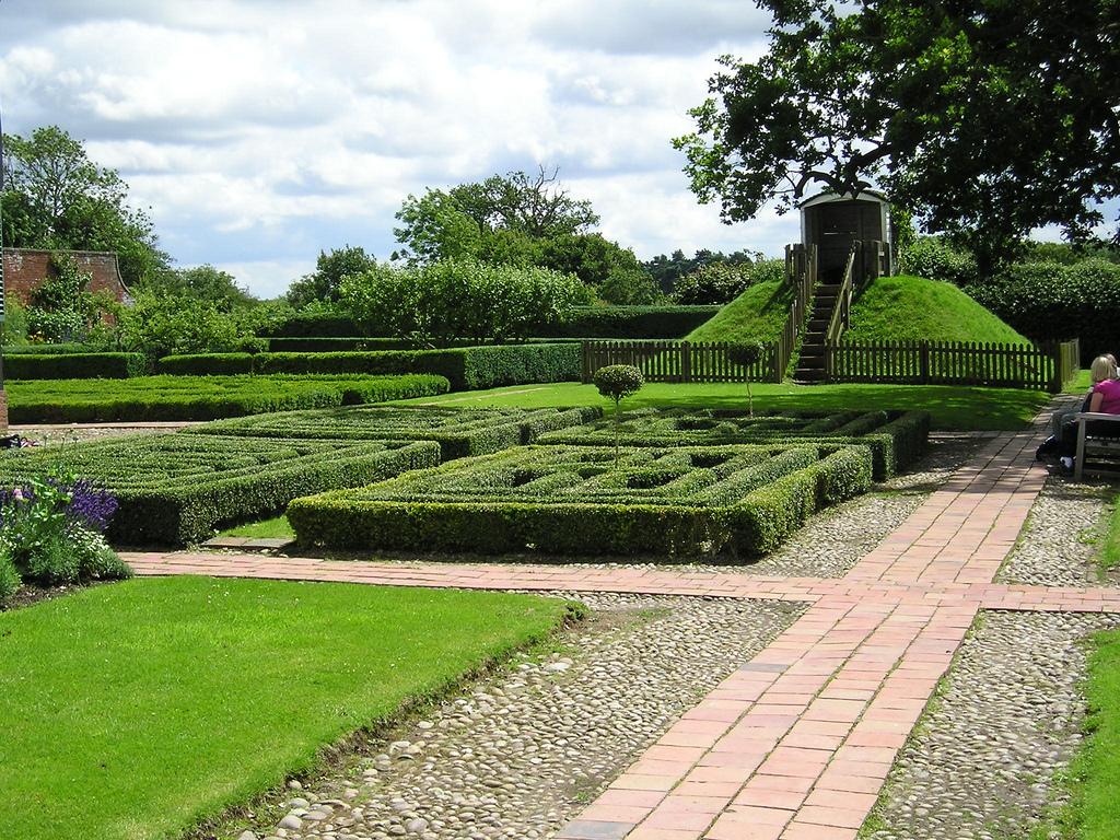 boscobel_house_garden_1231_jpg_original.jpg