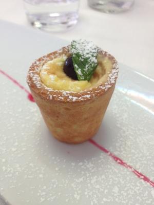 Warm custard cream with amarena in pastry at Radici