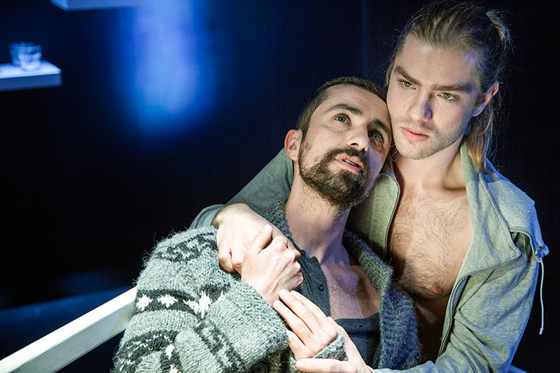 Fit To Be Tied  by Nicky Silver    Theatro Victoria   direction : Dimitris Komninos   photo :  George Striftaris