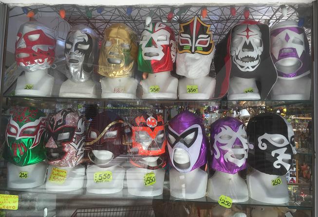 - La ironía de la vida es que los que usan máscaras a menudo nos dicen más verdades que aquellos que tienen la cara expuesta.Marie Lu