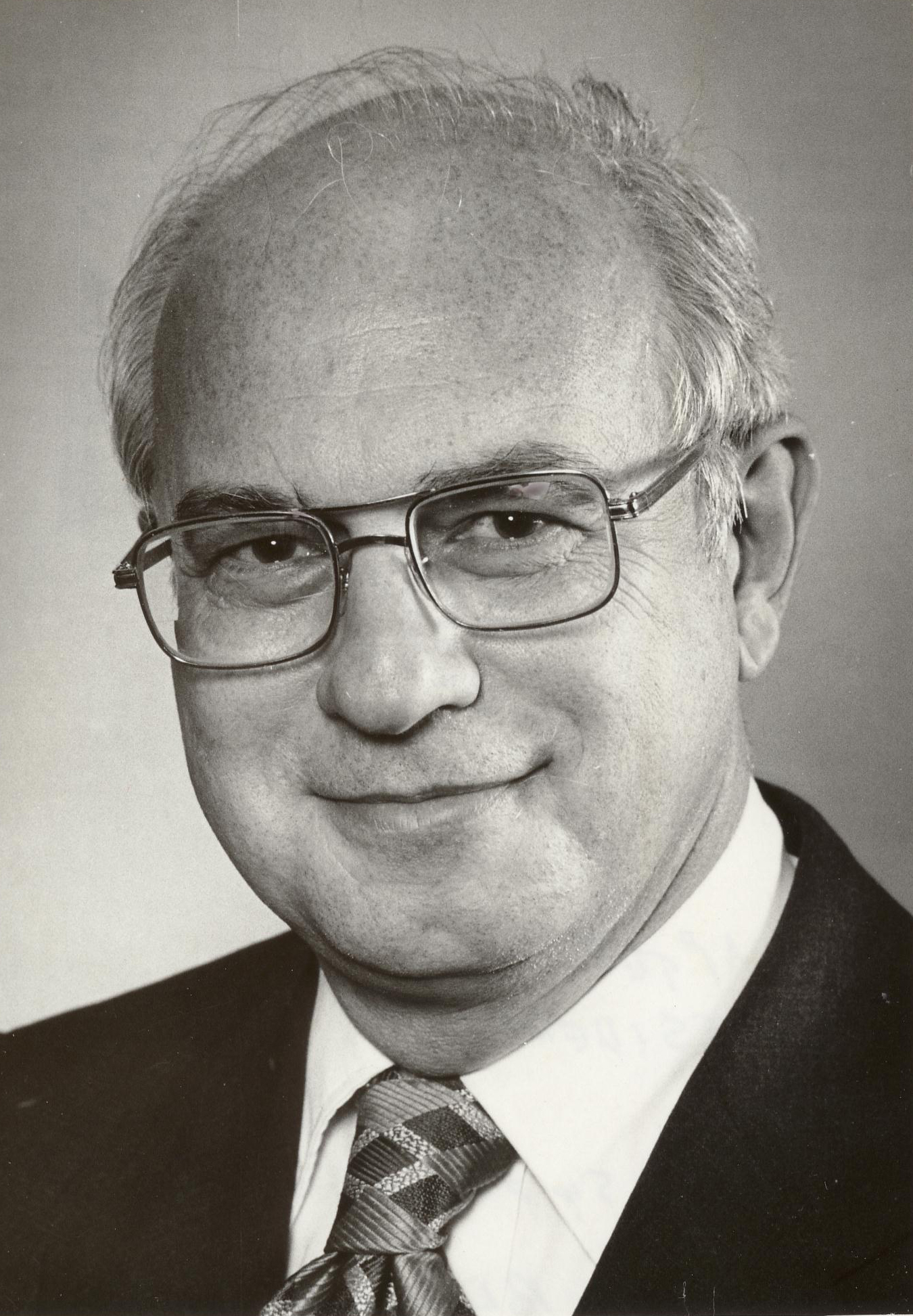 Ted Bloch, MD Admired innovator who passed away before completing his 1975-1976 term as Chapter PResident