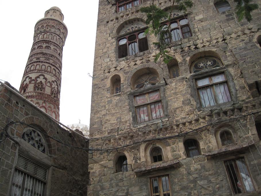 An minaret in Jibla (not the old, old one).  (Click for bigger.)