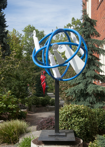 Francisco Salgado, outdoor metal sculpture, Northwest Sculptor, Familia Atomica