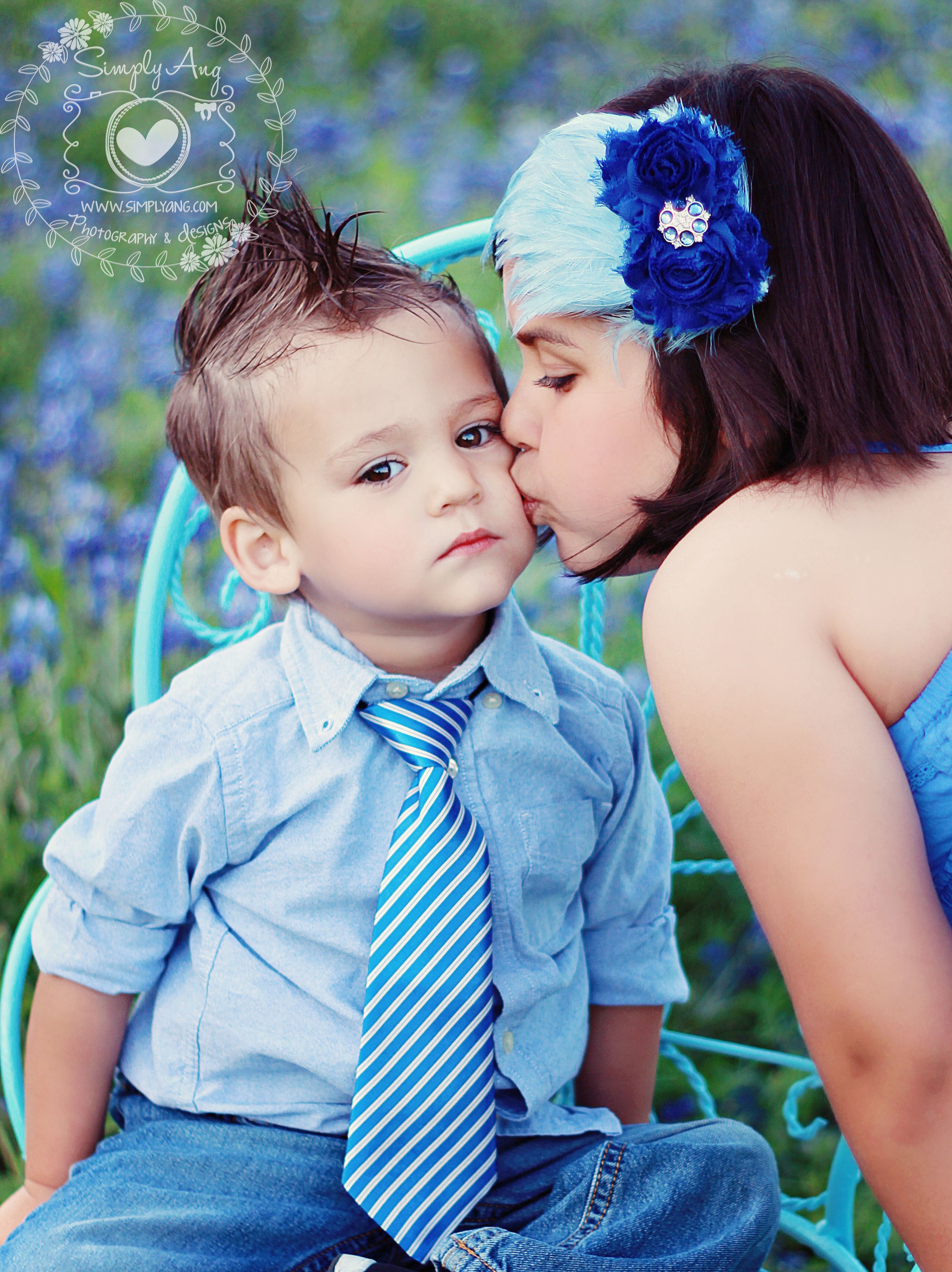 A kiss in the Blue Bonnets
