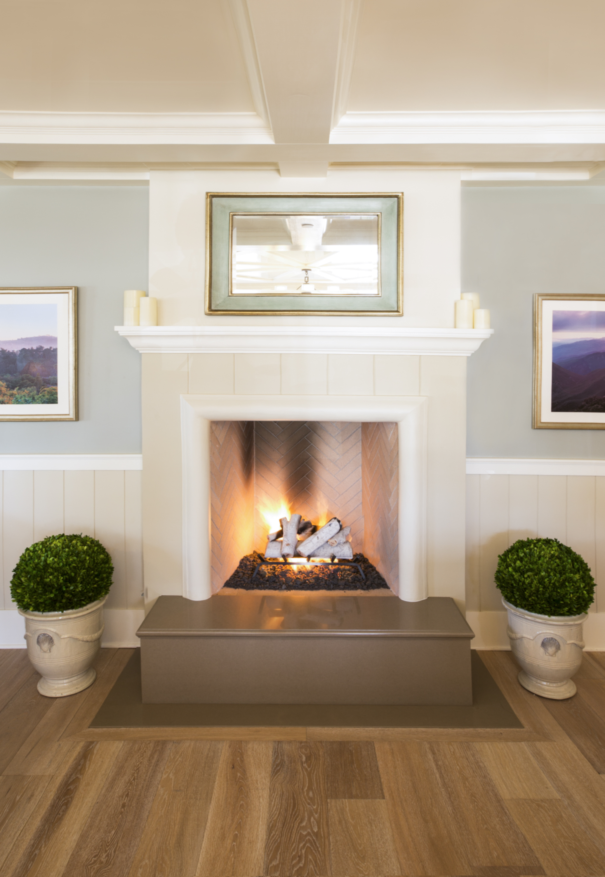 THE AMERICAN RIVIERA BANK - FIREPLACE