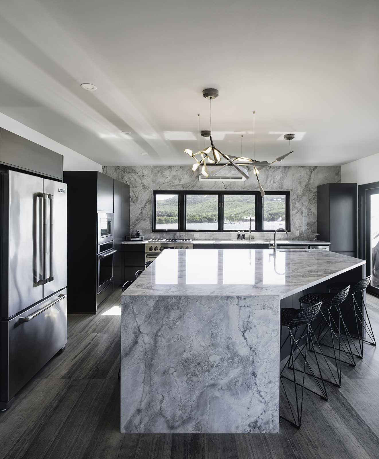 MARINA HOUSE - GREY KITCHEN