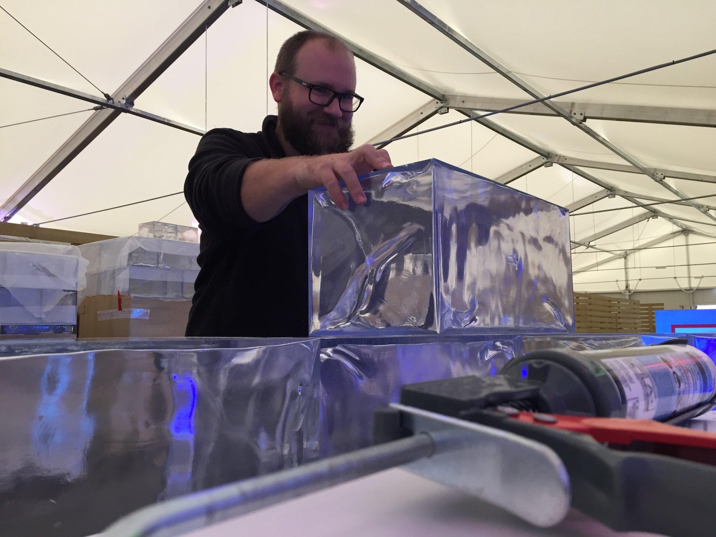 PENGland_Verkauf BRACK IceLounge BRACK.CH Lausanne 1.jpg