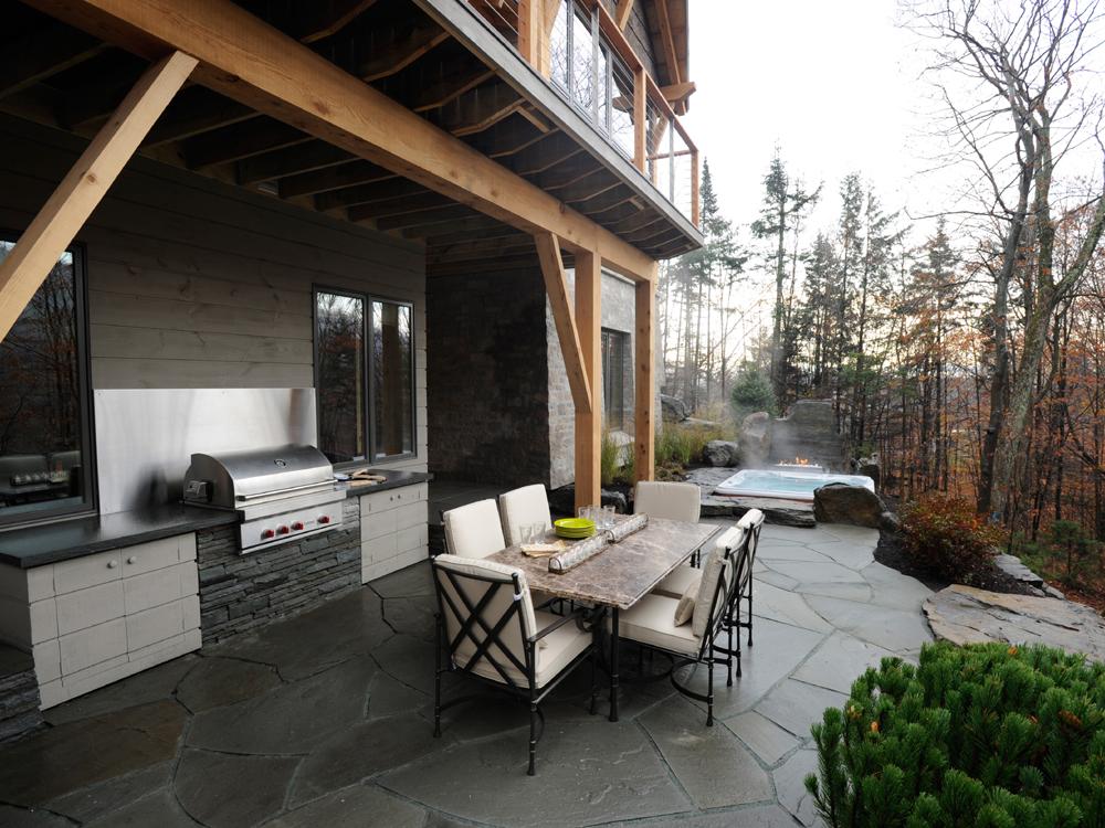 01-DH2011_terrace-table-grill-hot-tub_s4x3.jpg