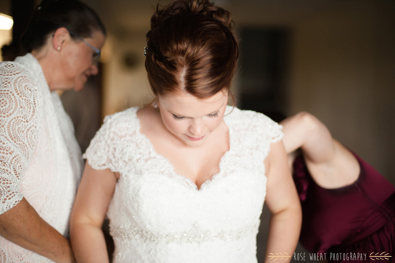 19. bride_getting_ready_window_light.jpg