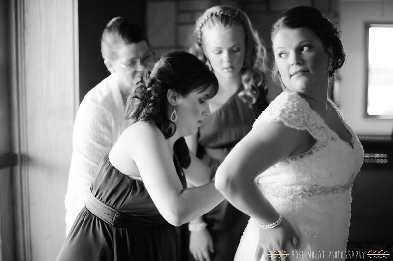 21. bride_getting_ready_window_light.jpg