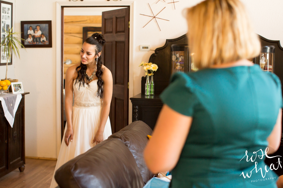 001. FAIRBANKS_AK_NATURAL_LIGHT_WEDDING_Getting_ready-06.jpg