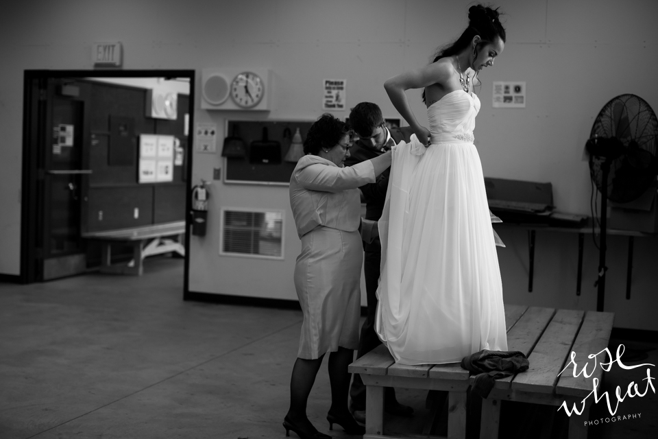 009. Bride_Bustle_Adjustment_Before_Reception.jpg