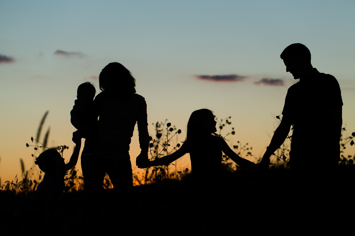 Family_Sunset_Silhouette_Pose.jpg