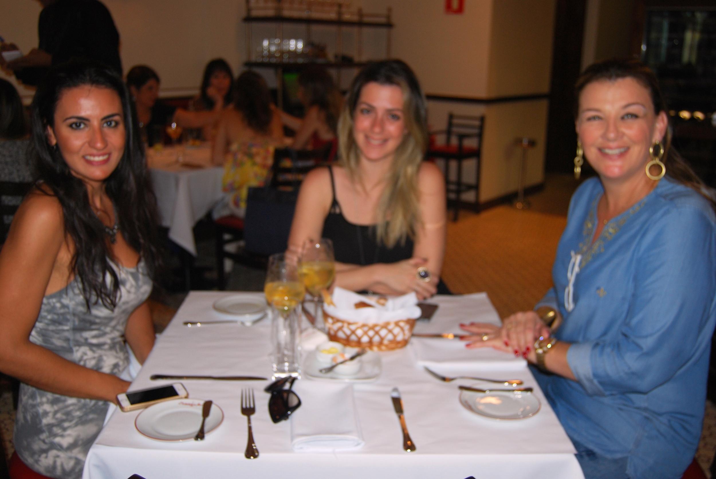 Andressa Biata, Juliana Manzato e Cassia Gargantini.JPG