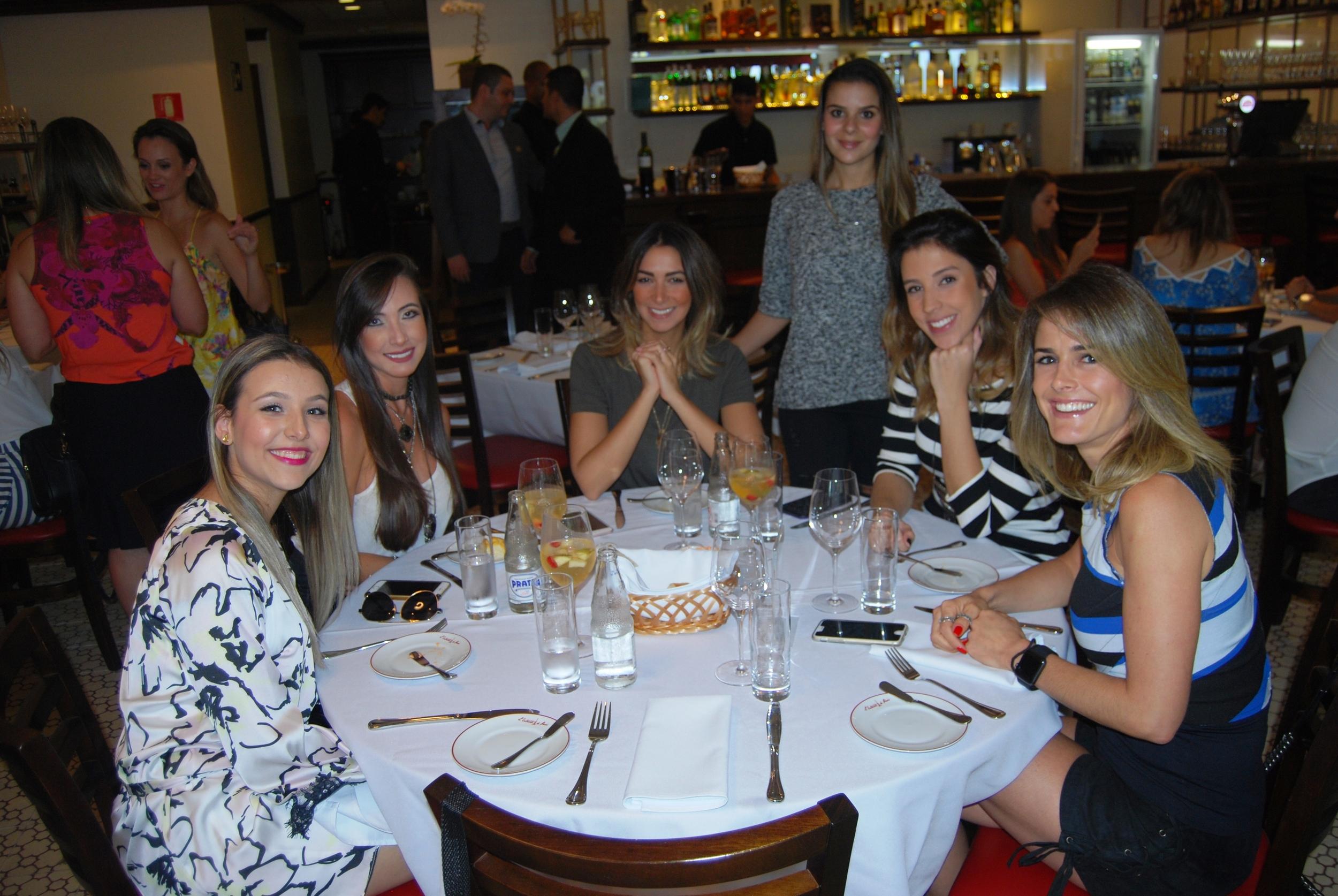 Dandara Azevedo, Luana Delevedove, Lais Rasera, Mari Rezende, Rafaela Bartholomeu e Larissa Buschinelli  .JPG