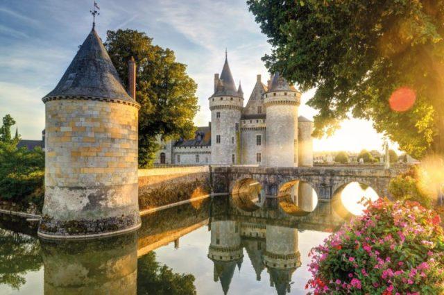 Sully-sur-Loire-e1526091906964.jpg