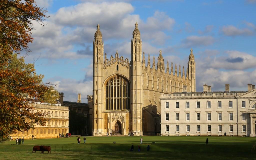 FOTO-1-Capela-do-King's-College-é-o-principal-cartão-postal-de-Cambridge (1).jpg