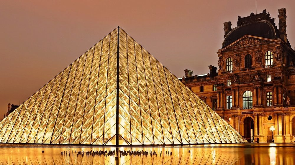 musee-du-louvre-nuit.1000w.jpg