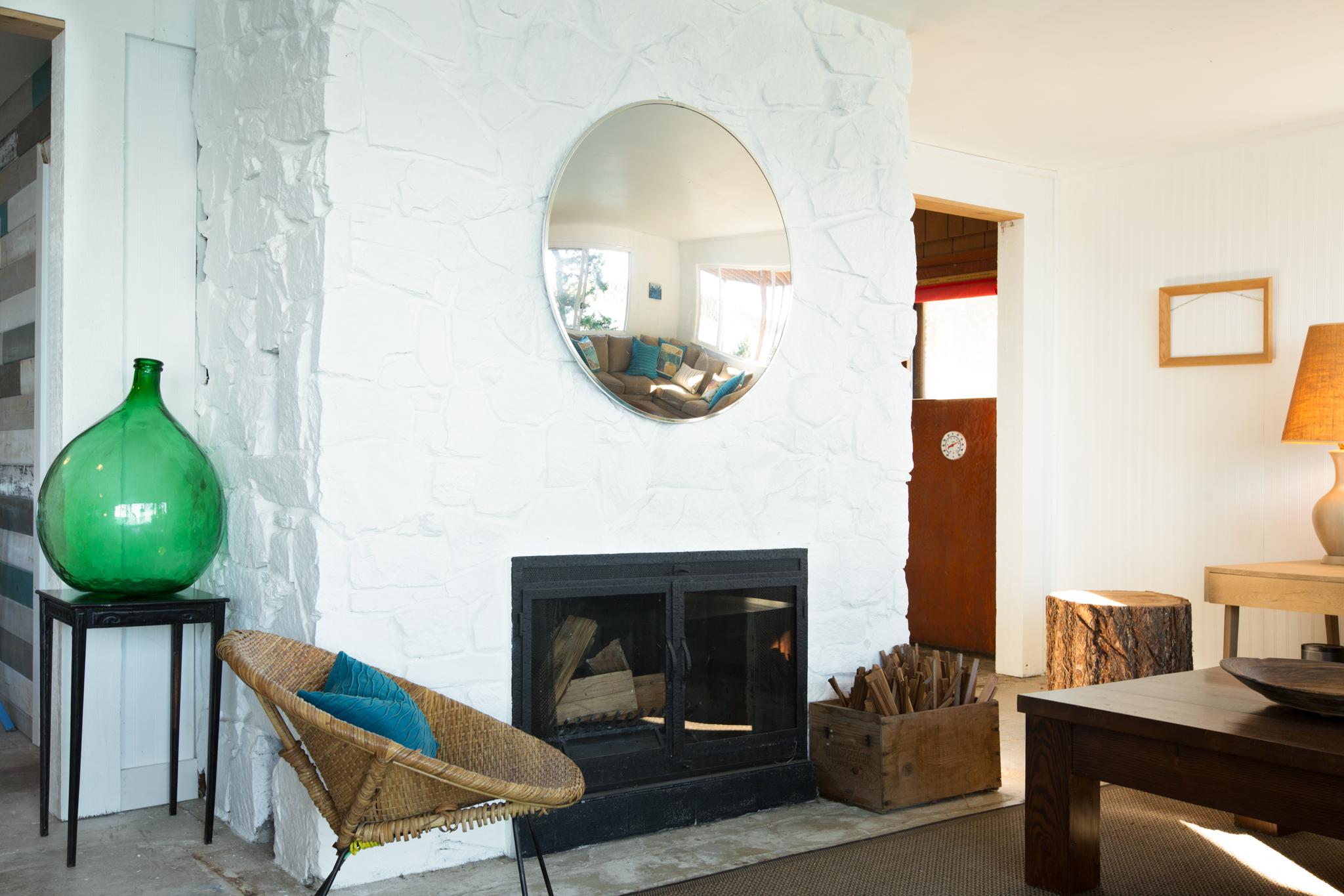 Lounge1-2.jpg