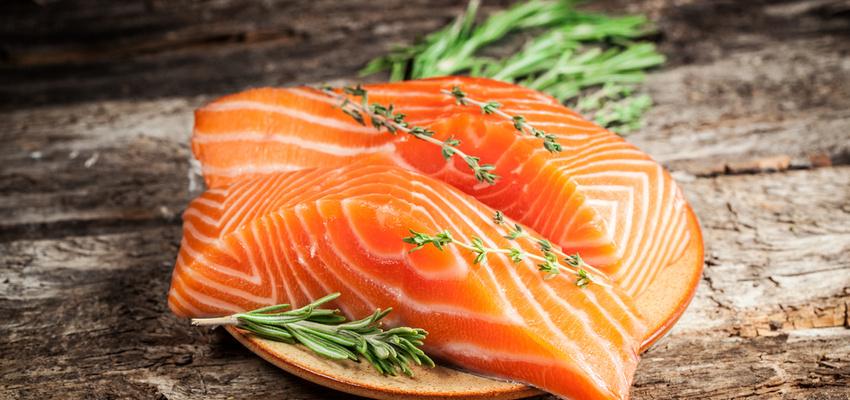 SalmonOnTable900-850x400.jpg