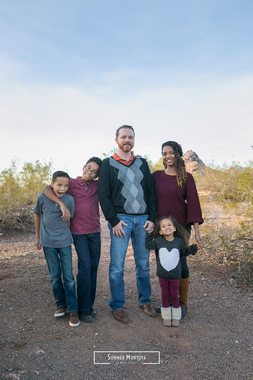 phoenix-family-smiling-at-papago-park