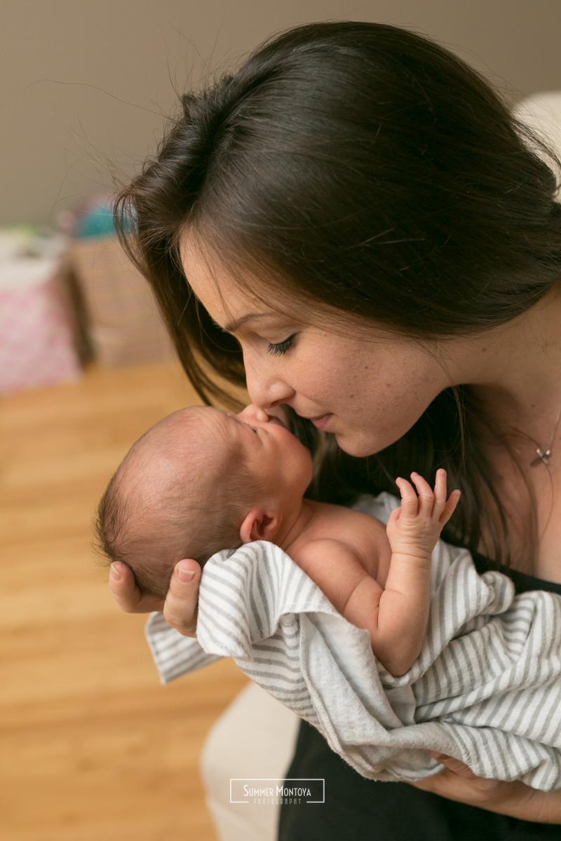 newborn-girl-with-mom
