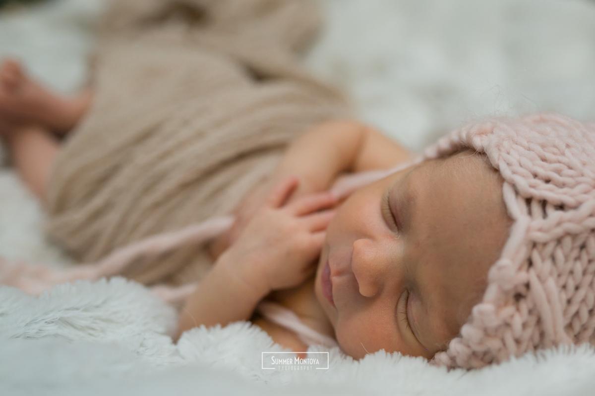 newborn-girl-hands