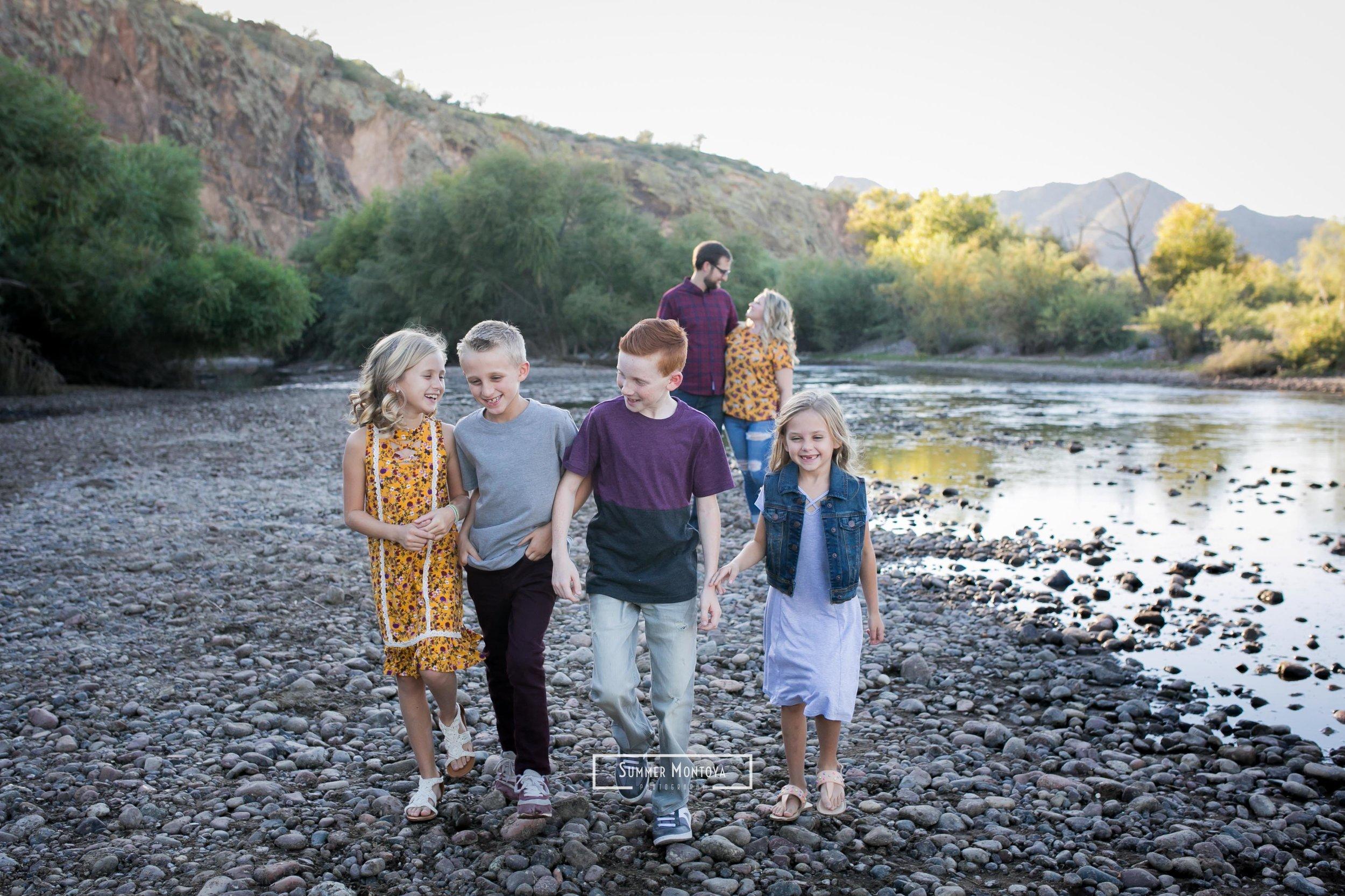 kids-walking-at-the-salt-river