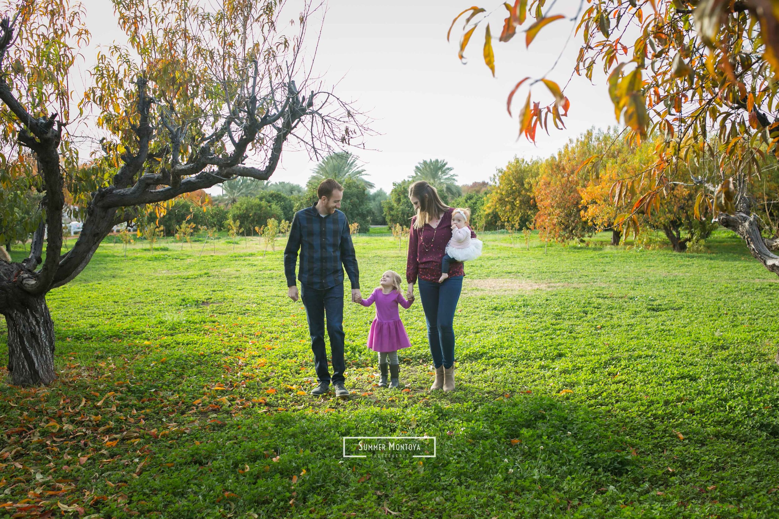 Agritopia-family-in-the-orchard