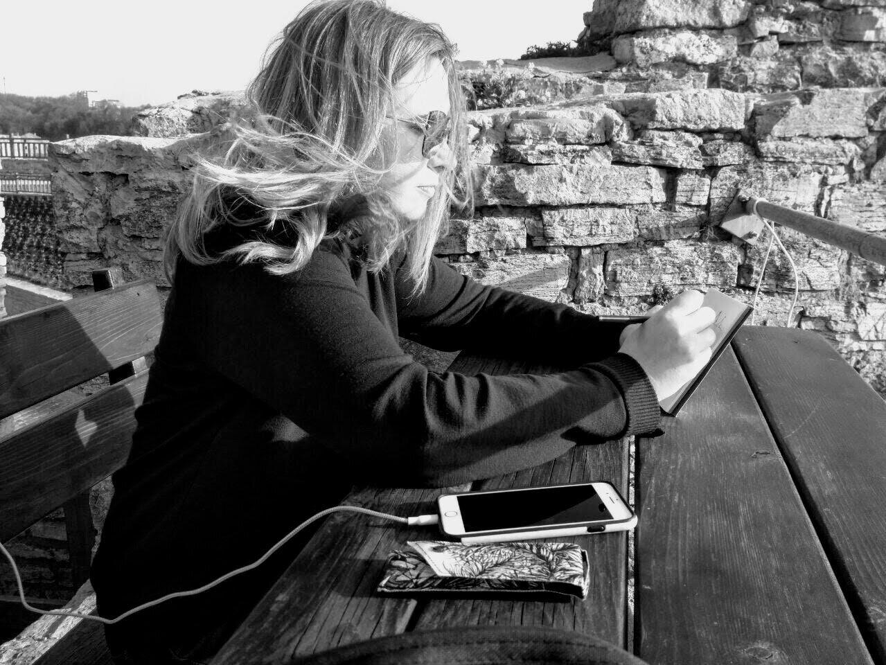 Yevgenia Watts sketching on location