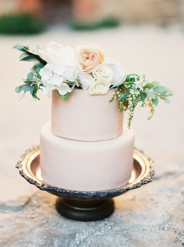 Cake by 2tarts Bakery ,  photographed by Taylor Lord  via  Style Me Pretty