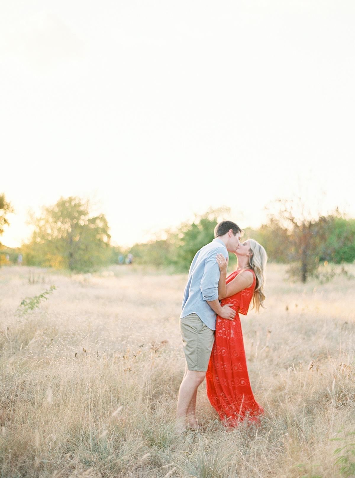 Stylish Dallas Engagement Session - Lindsey Brunk
