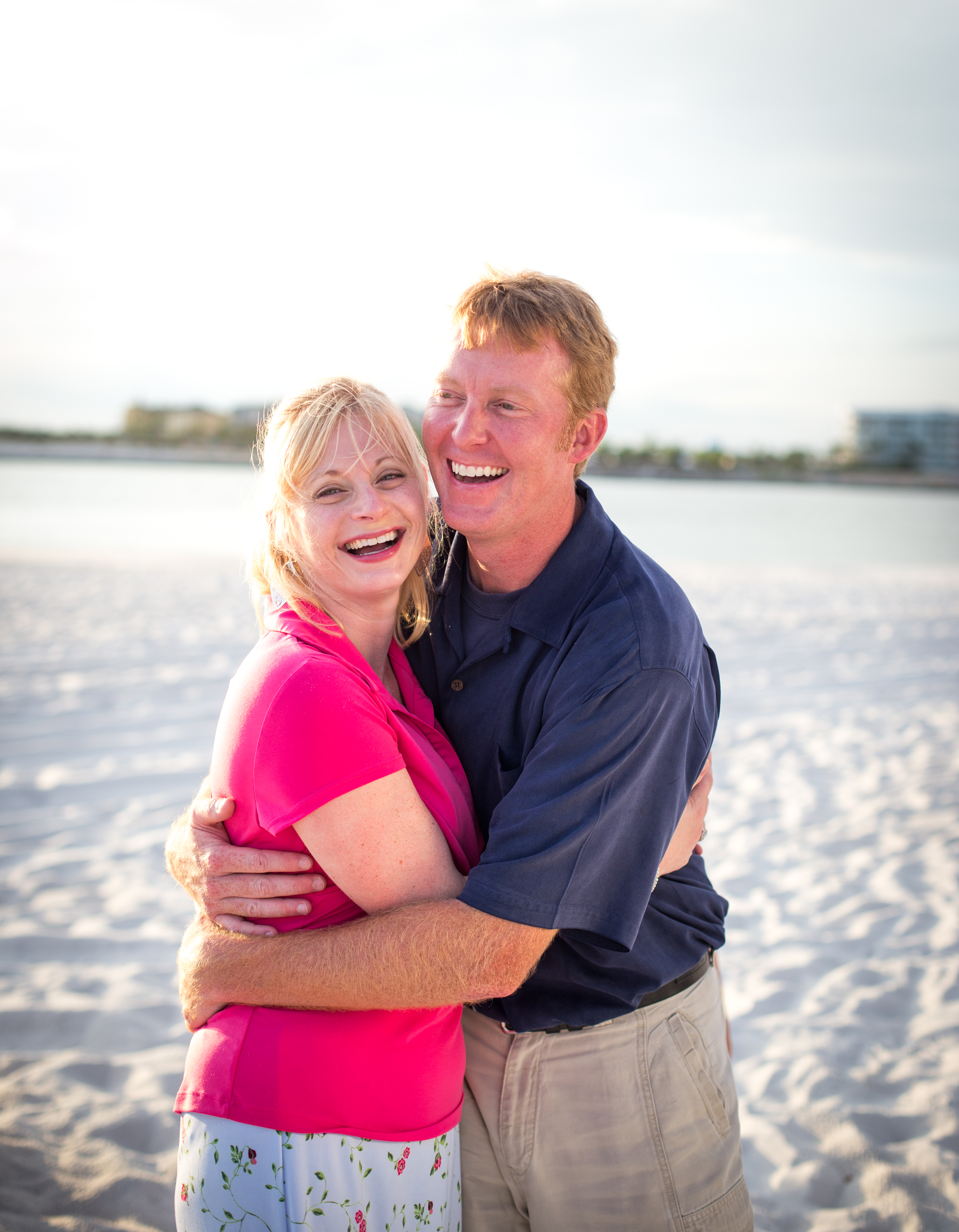 The Elrods went with bright pops of pink & contrasted with navy for their evening beach session. Love the contrast!