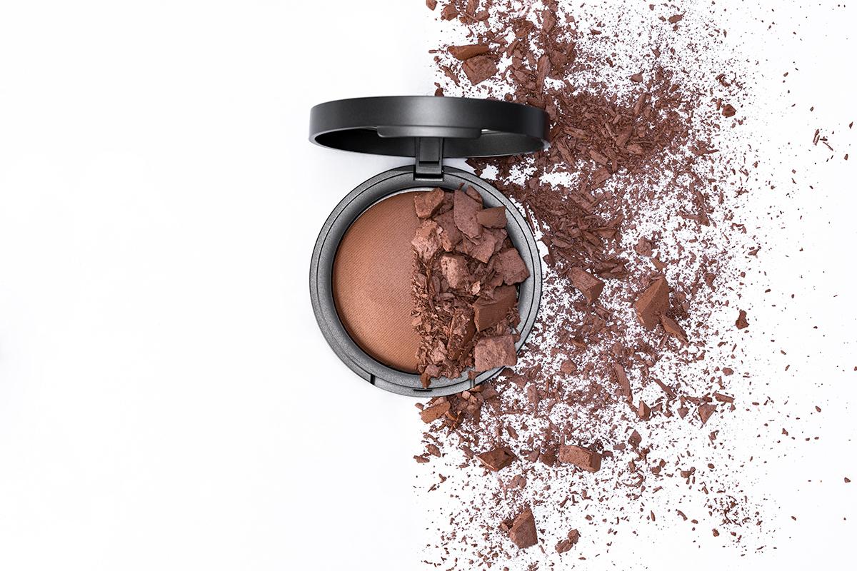 Bio-Bronzer-Baked-Powder---Scatter.jpg