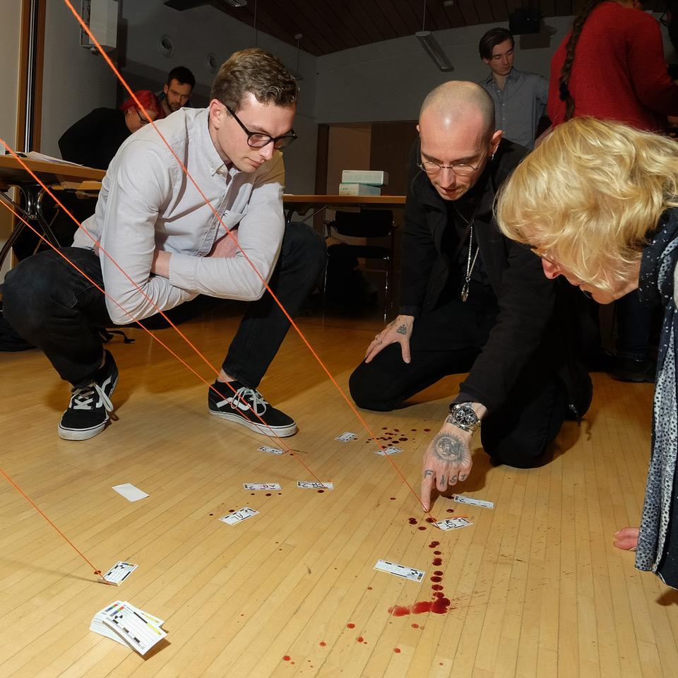Prof. Dr. Veit Braun (r.) organisierte den Besuch des Teams (von links) von Dr. Mark Benecke, seiner Frau Ines Fischer und der Biologin Kristina Baumjohann.