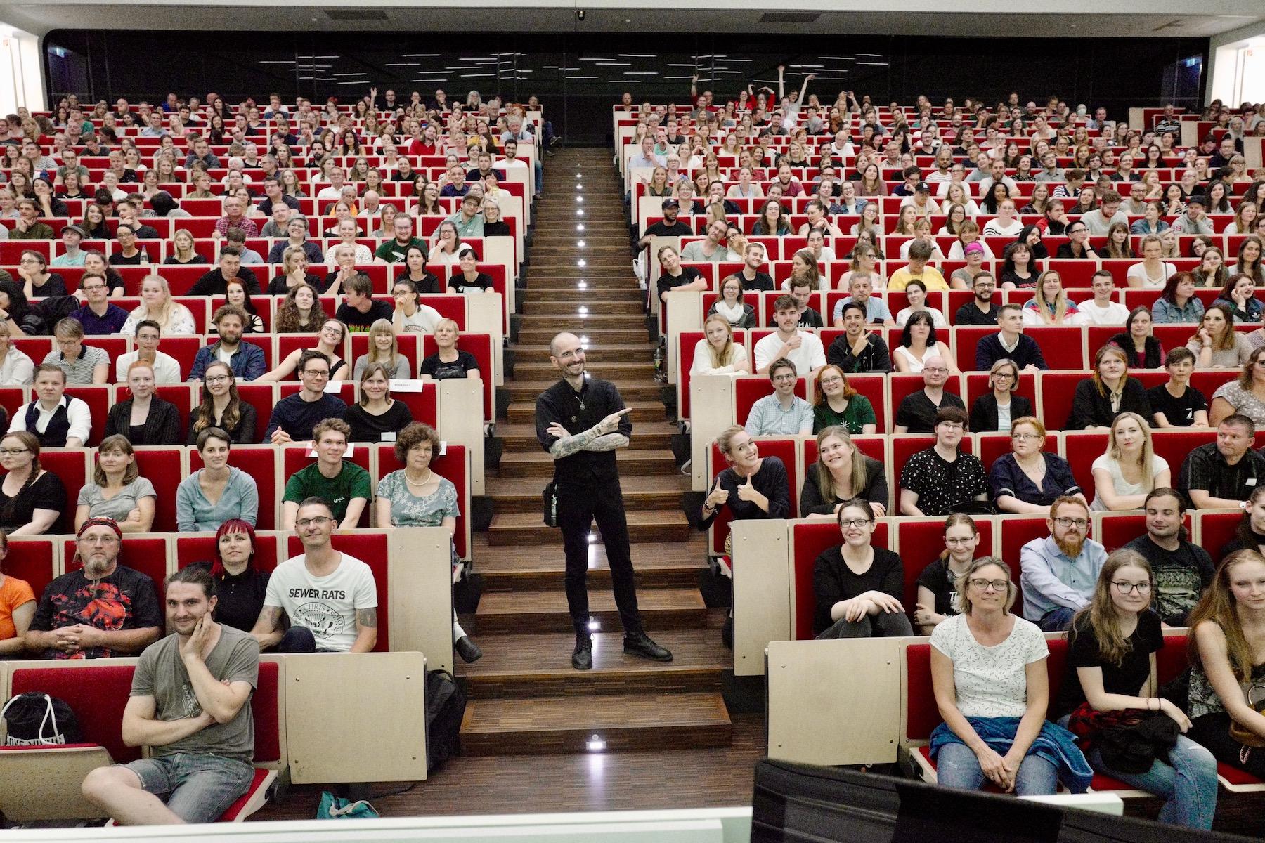 mark_benecke_universitaet_leipzig_fotos_semester_abschluss_vorlesung - 20.jpg