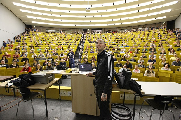 Vortrag_Universitaet_University_Speech_Lecture_Mark_Benecke_Copyright_Arek_Arkadiusz_Goniwiecha.jpg