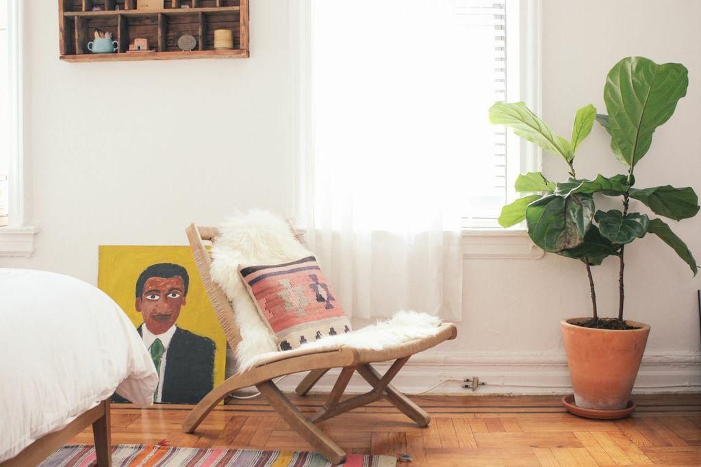 waiting for saturday : simone kitchens apartment