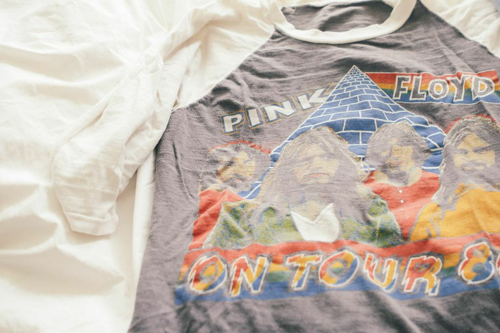 waiting for saturday : vintage pink floyd t-shirt