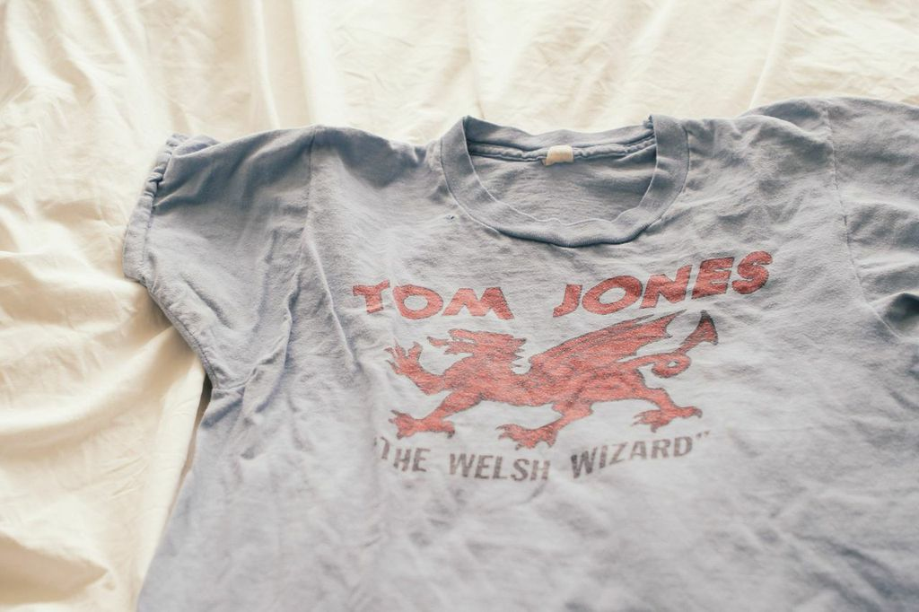 waiting for saturday : vintage tom jones t-shirt