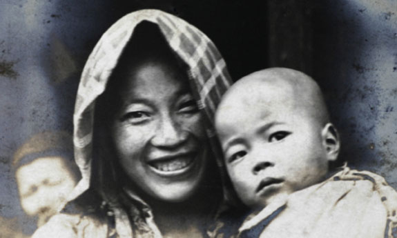 A rural woman with a toddler, Taihu region west of Shanghai, c. 1923-1925