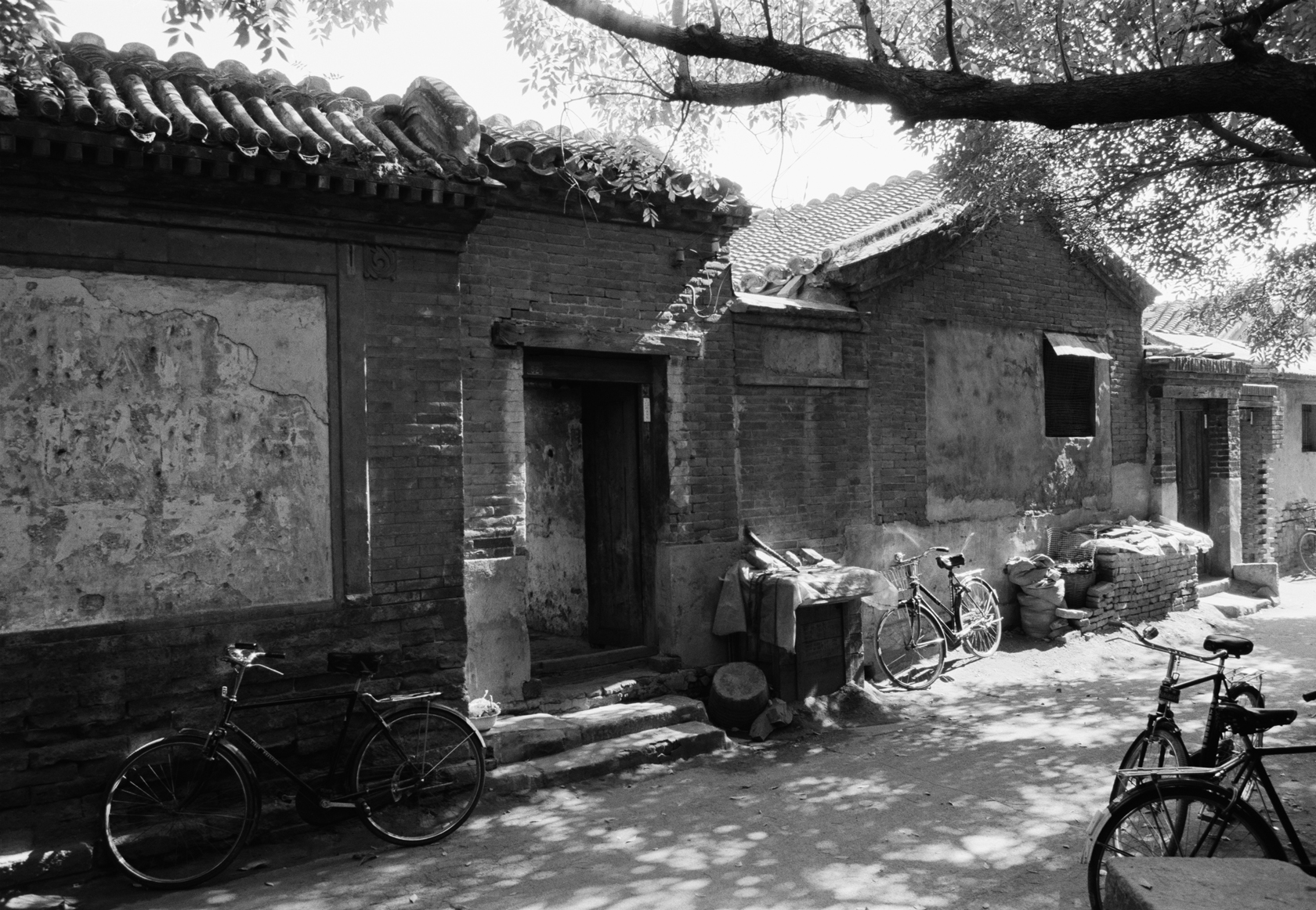 North Ditch Hutong (1989) | Courtesy of Hua Gallery