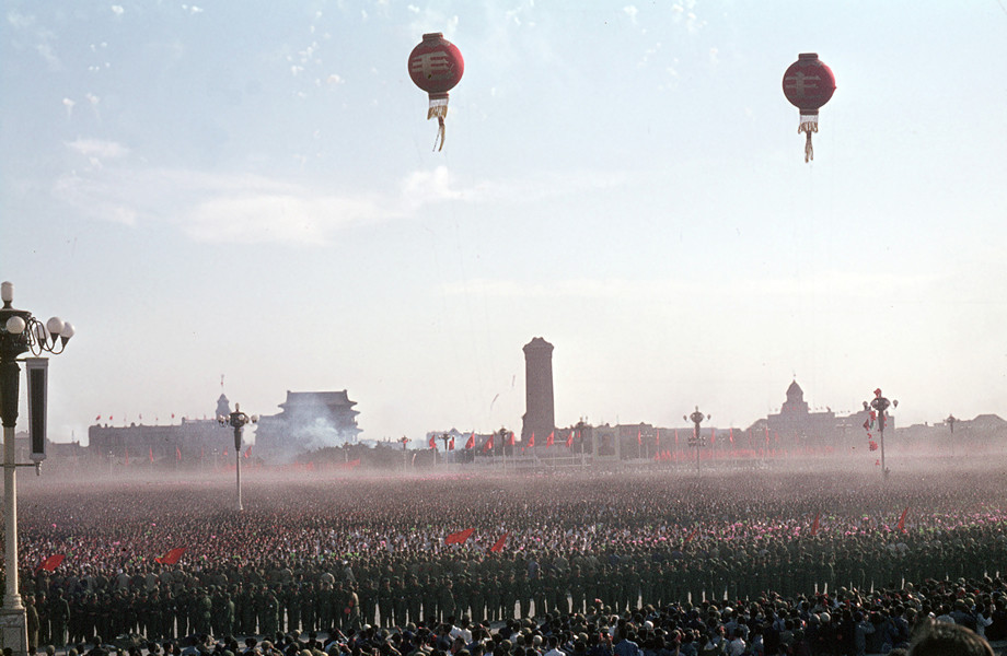 October 1, 1966. A dust cloud in Tian'anmen Square. © Solange Brand.